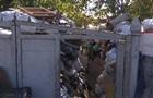 У Кропивницькому двоє чоловіків зібрали у дворі десятки тонн сміття