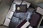 Українець намагався вивезти до Польщі 900 паспортів і медалей СРСР