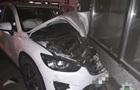 В Харькове Mazda врезалась в магазин
