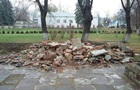 У Чернівцях знесли пам ятник радянському письменнику