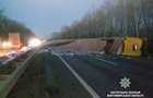 В Житомирской области перевернувшаяся фура заблокировала движение по трассе
