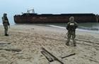 Прикордонники взяли під охорону баржу з вантажем цигарок під Одесою