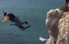 Туристи зняли смертельний стрибок з парашутом