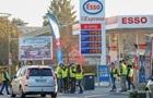 Макрон захищає підвищення податку на паливо