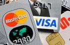 В Украине стали чаще рассчитываться карточками