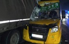 Під Києвом маршрутка з пасажирами протаранила вантажівку