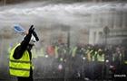 В массовых протестах во Франции погибли уже пять человек