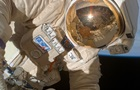 Российские космонавты вышли в открытый космос и осмотрели дыру в Союзе