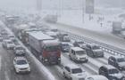 Київ зупинився в заторах і тягнучках