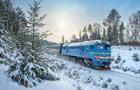Укрзализныця предупредила о задержке поездов из-за поваленного дерева
