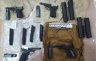 В Киеве полицейский с подельниками торговал оружием