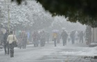 Вихідними частину України продовжить засипати снігом