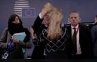Юнкера помітили за дивною поведінкою під час саміту ЄС