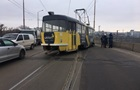 В Днепре на мосту трамвай сошел с рельсов: возникла пробка