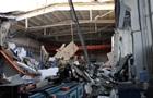 Завалення даху заводу потрапило на відео