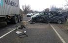 Під Миколаєвом мікроавтобус врізався у вантажівку, є жертви