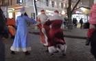 В центре Одессы подрались Деды Морозы