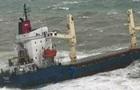 У Чорному морі вантажне судно сіло на мілину через шторм