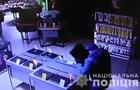 Пограбування магазину побутової техніки в Дніпрі потрапило на відео