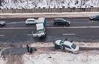 У Києві сталося лобове зіткнення авто: троє постраждалих