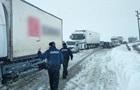 В Одеській області снігопад частково заблокував трасу на Київ