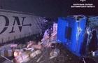 У Житомирській області зіткнулися три вантажівки, є постраждалі