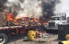 Три вантажівки з гумдопомогою Венесуелі згоріли