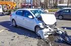 У Києві зіткнулися два таксі: троє постраждалих