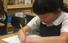 Дівчинка без кистей виграла конкурс каліграфії