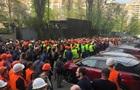 Строители Шулявского моста в Киеве ушли митинговать