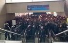 Мігранти захопили найбільший аеропорт Франції