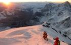 Десять людей загинули через чергу біля вершини Евересту