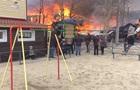 Мальчик на качелях на фоне пожара поразил Сеть