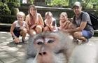 Мавпа зняла  непристойне  селфі на камеру туристів