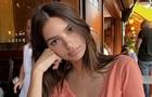Эмили Ратаковски вышла в свет в одной рубашке