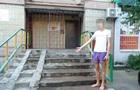 Дитина випала з балкона в Києві