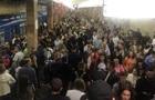 У київському метро зупиняли поїзди через падіння людини на рейки