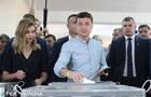 Зеленский потерял супругу в толпе перед избирательным участком