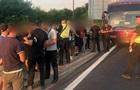 На в їзді до Києва зупинили автобуси з підозрілими особами