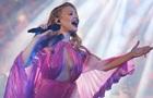 Тина Кароль показала полуголую грудь на концерте
