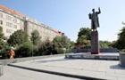 Пам ятник радянському маршалу в Празі облили червоною фарбою