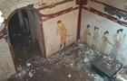 У Китаї на дитячому майданчику розкопали стародавню гробницю