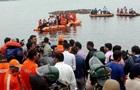 В Индии перевернулась лодка с туристами: 12 жертв