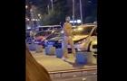 Чоловік в одних стрингах станцював посеред Києва