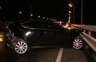 В Киеве на мосту Hyundai протаранил Lexus: трое пострадавших
