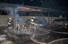 У Дніпрі на парковці вщент згоріли два авто