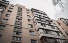 У Києві з вікна випала 87-річна жінка