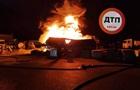 В Киеве разгорелся мощный пожар: слышны взрывы