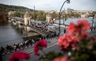 Попрощаться с Карелом Готтом в Праге пришли 50 тысяч человек