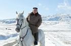 Кім Чен Ин на білому коні зійшов на гору Пектусан